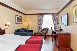 73130_001_Guestroom
