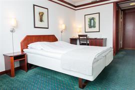 73130_004_Guestroom