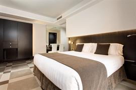 98024_004_Guestroom