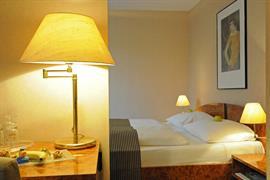 95216_003_Guestroom