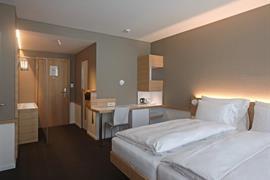 94091_003_Guestroom