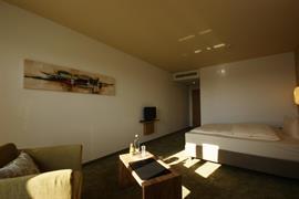 95449_004_Guestroom