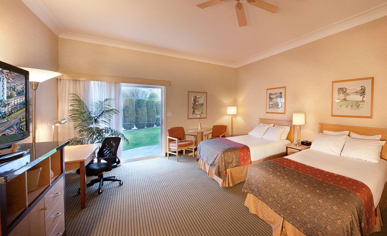 Best Western Plus Kelowna Hotel  U0026 Suites