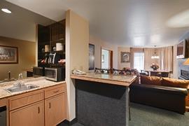 13044_007_Guestroom