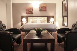 75402_002_Guestroom