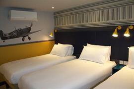 london-croydon-hotel-bedrooms-03-84209