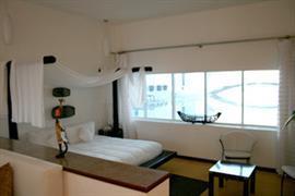 70192_006_Guestroom