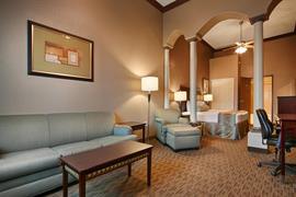 05681_002_Guestroom