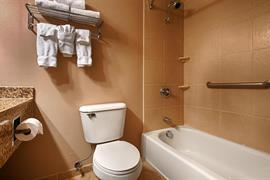 05681_006_Guestroom