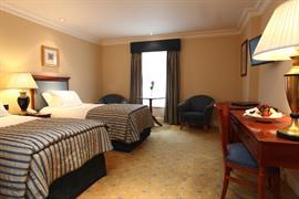 manor-hotel-meriden-bedrooms-01-83947