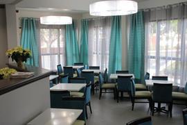44713_002_Restaurant