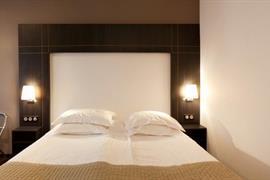 93366_002_Guestroom