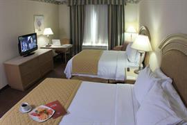70258_006_Guestroom