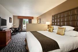 48144_005_Guestroom