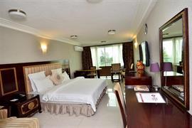75501_006_Guestroom