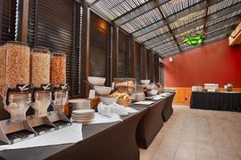 07025_002_Restaurant