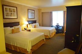 70278_004_Guestroom