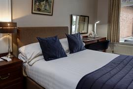 oaklands-hotel-bedrooms-01-84205