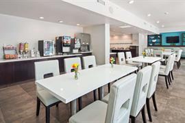 10212_004_Restaurant