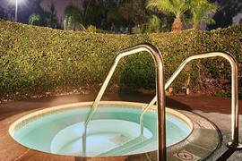 05693_004_Pool