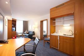 95333_006_Guestroom