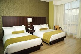 70806_004_Guestroom