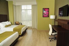 70806_005_Guestroom