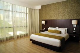 70806_006_Guestroom