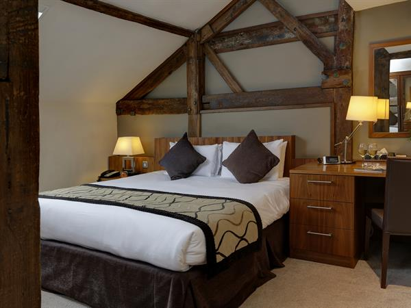 reading-moat-house-bedrooms-04-83861