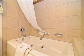 06144_005_Guestroom