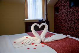 rogerthorpe-manor-hotel-bedrooms-13-83653