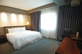 70284_005_Guestroom