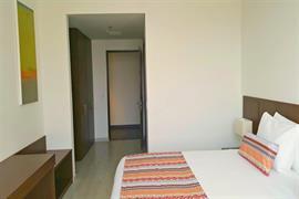 76072_002_Guestroom