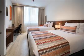 76072_005_Guestroom