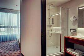 92736_006_Guestroom