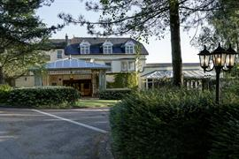 blunsdon-house-hotel-grounds-and-hotel-26-83070