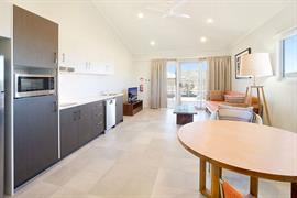 97460_004_Guestroom