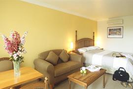 97261_002_Guestroom
