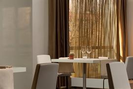 98361_007_Restaurant