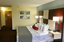 21054_002_Guestroom