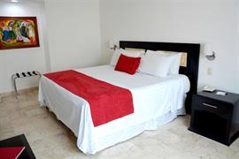 70281_005_Guestroom