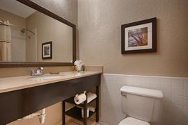 44411_005_Guestroom