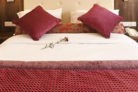 84054_002_Guestroom