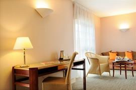 93776_006_Guestroom