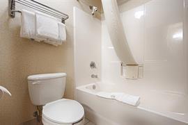 36146_006_Guestroom