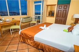 70142_001_Guestroom