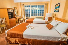 70142_002_Guestroom