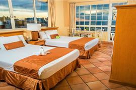 70142_004_Guestroom