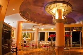 70142_006_Restaurant