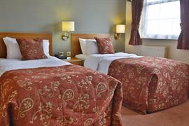 yew-lodge-hotel-bedrooms-08-83652